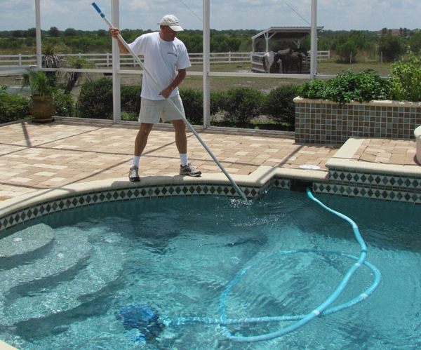 Woodland Hills Pool Cleaning and Maintenance