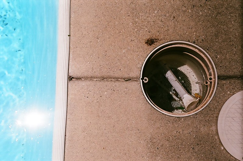 Emptying the pool skimmer and pump baskets