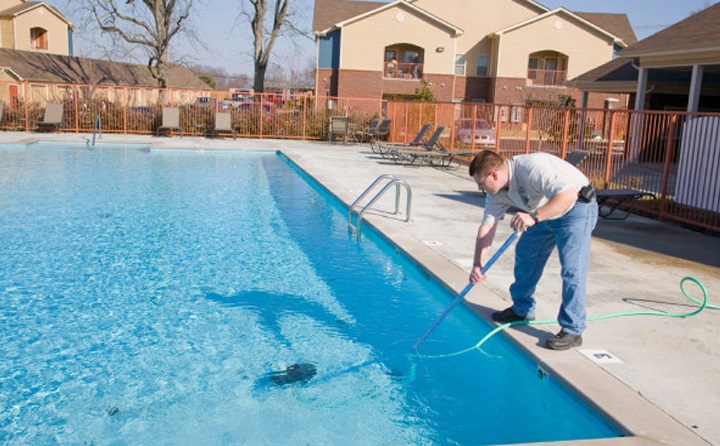 Look for a Licensed Pool Contractor