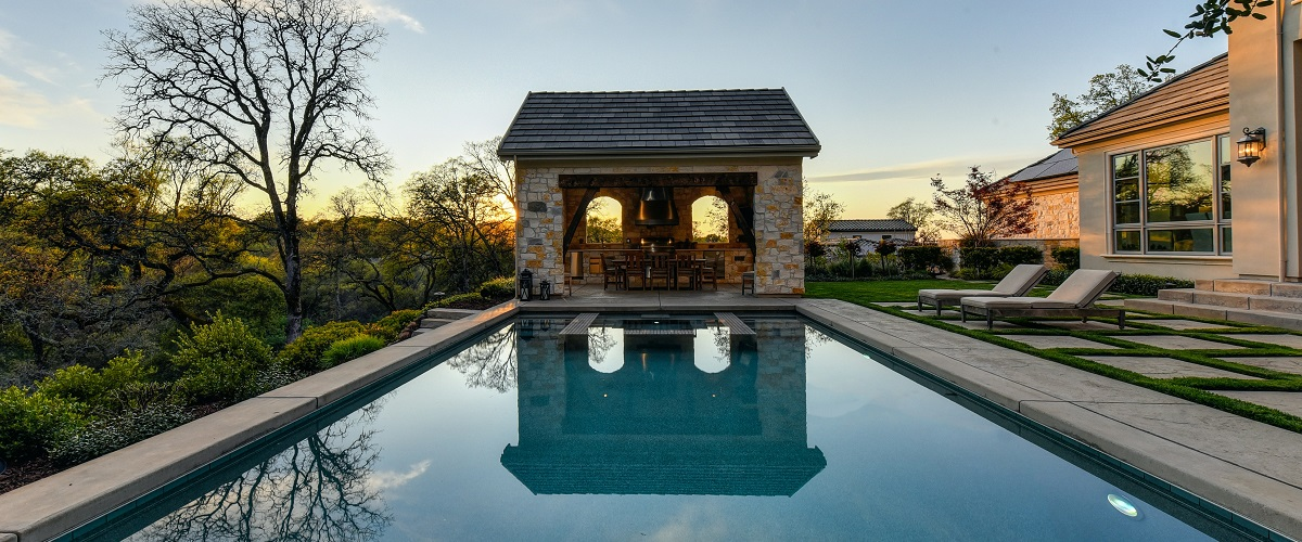 When to Contact a Camarillo Pool Remodeling Service