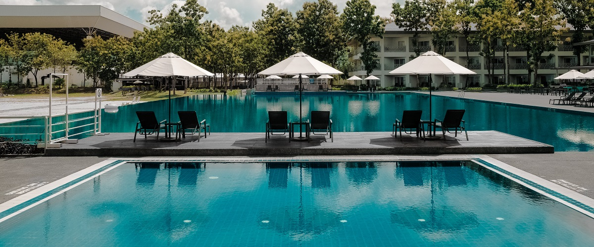 20 Reasons to Hire a Pool Cleaning Service